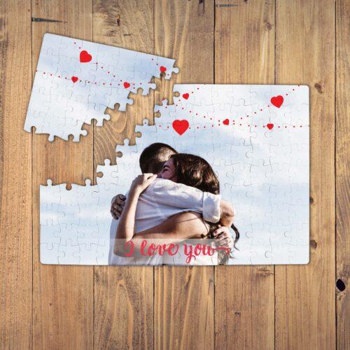 Puzzle personalizat magnetic, o poza cu inimioare